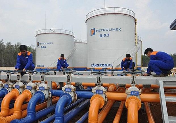 عمال في مواقع إنتاج النفط - فيتنام