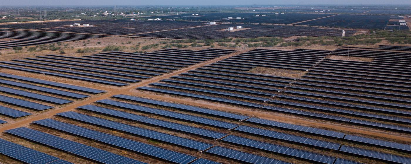 صورة من الموقع الإلكترونى لشركة أدانى غرين إنرجى لأحد مشروعات الطاقة الشمسية