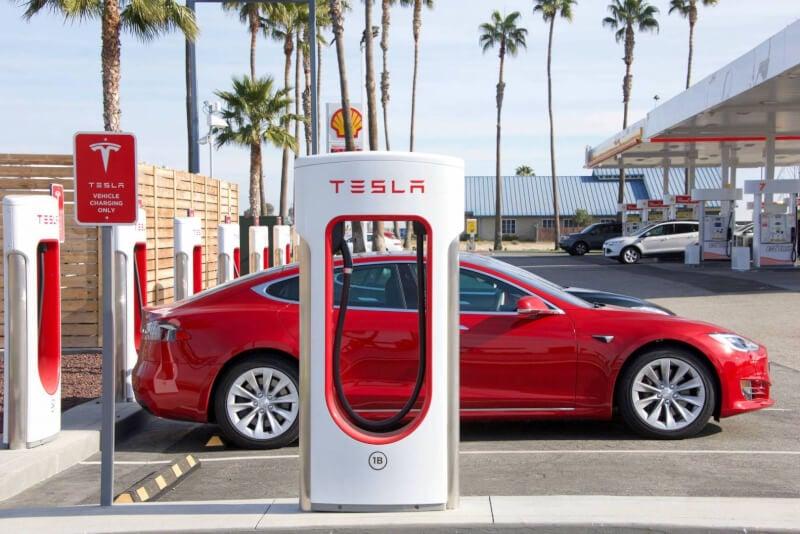 سيّارات تيسلا الكهربائية