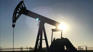 Photo of تحديث - أسعار النفط تتراجع.. وتسجل خسائر أسبوعية 3%