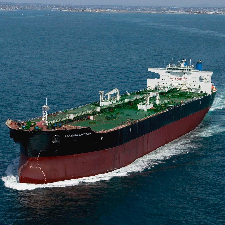 سفن شحن نفط في عرض البحر