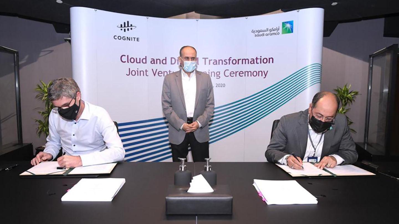 جانب من مراسم توقيع أرامكو السعودية وكوجنايت لتأسيس مشروعًا مشتركًا لتسريع الرقمنة الصناعية
