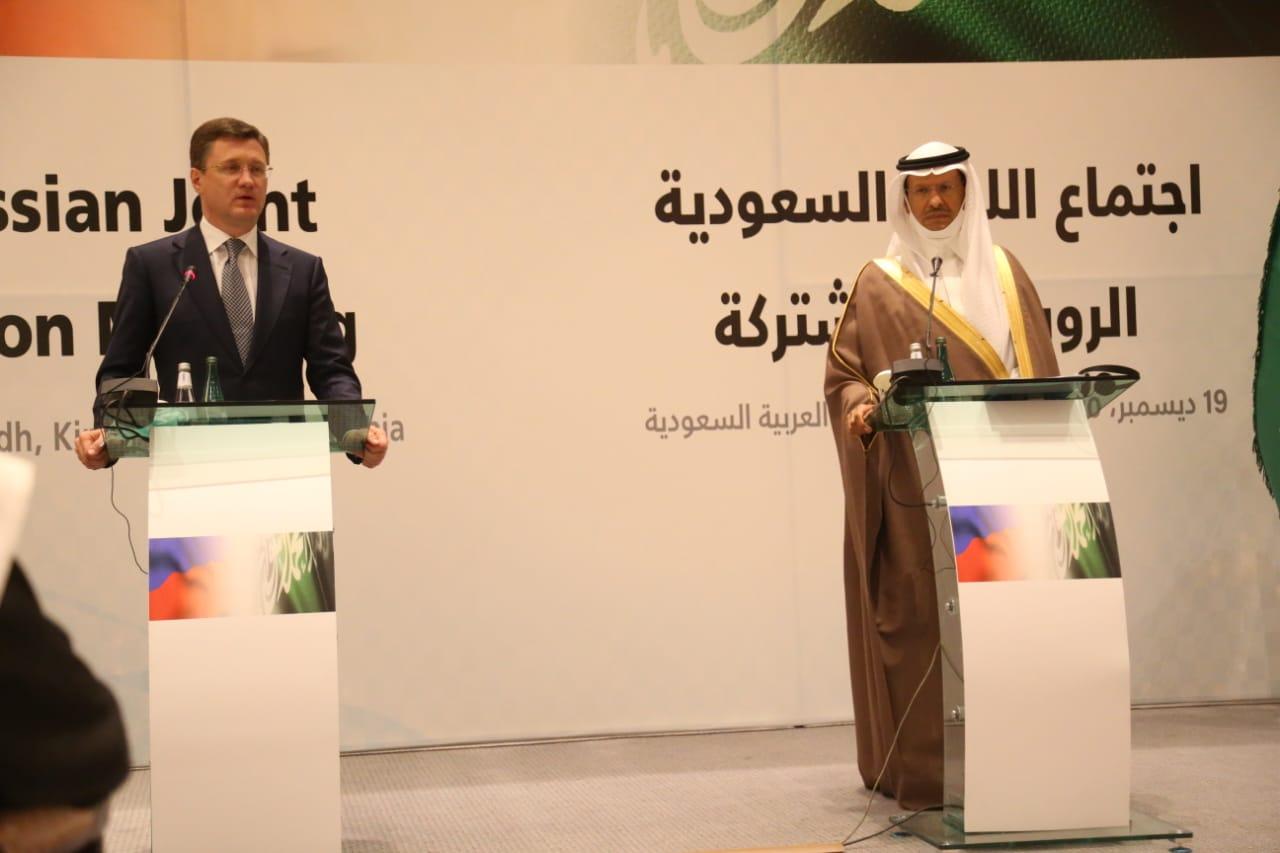 جانب من المؤتمر الصحفي اليوم بين وزير الطاقة السعودي ونائب رئيس الوزراء الروسي ألكسندر نوفاك في الرياض