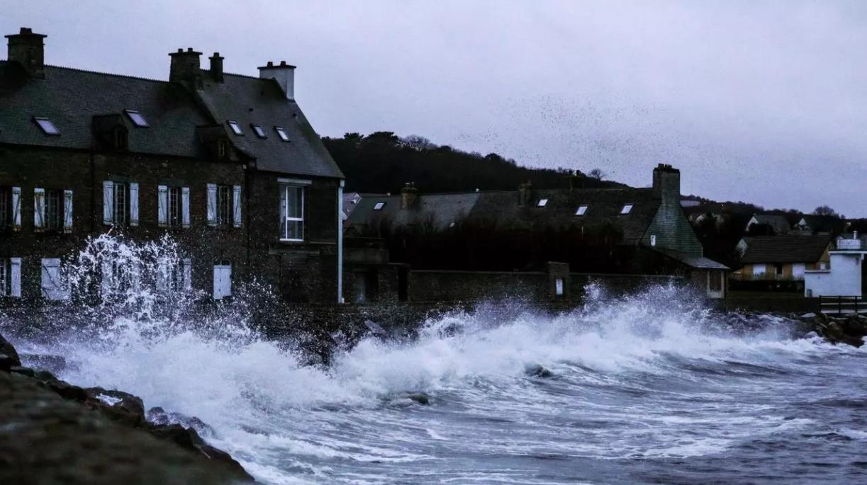 العاصفة بيلا