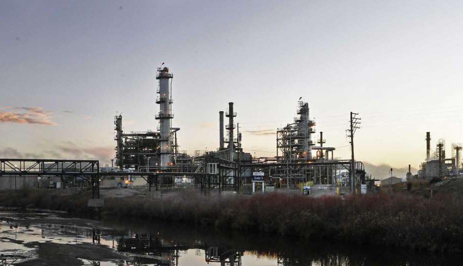 شركة الطاقة الكندية سنكور - صورة لمصفاة النفط التابعة للشركة