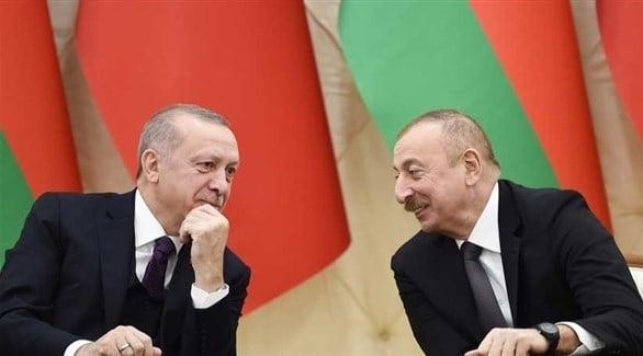 رئيس أذربيجان إلهامي علييف مع رئيس تركيا أردوغان