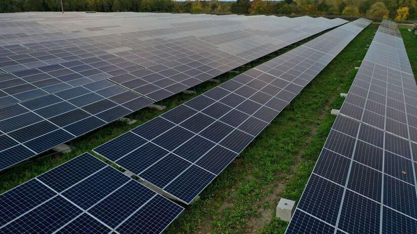 اتفاق بين أورنج وإنرجي لإنشاء مجمعي الطاقة الشمسية