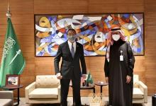 Photo of وزير الطاقة السعودي يبحث التعاون في القطاع النفطي مع ماليزيا