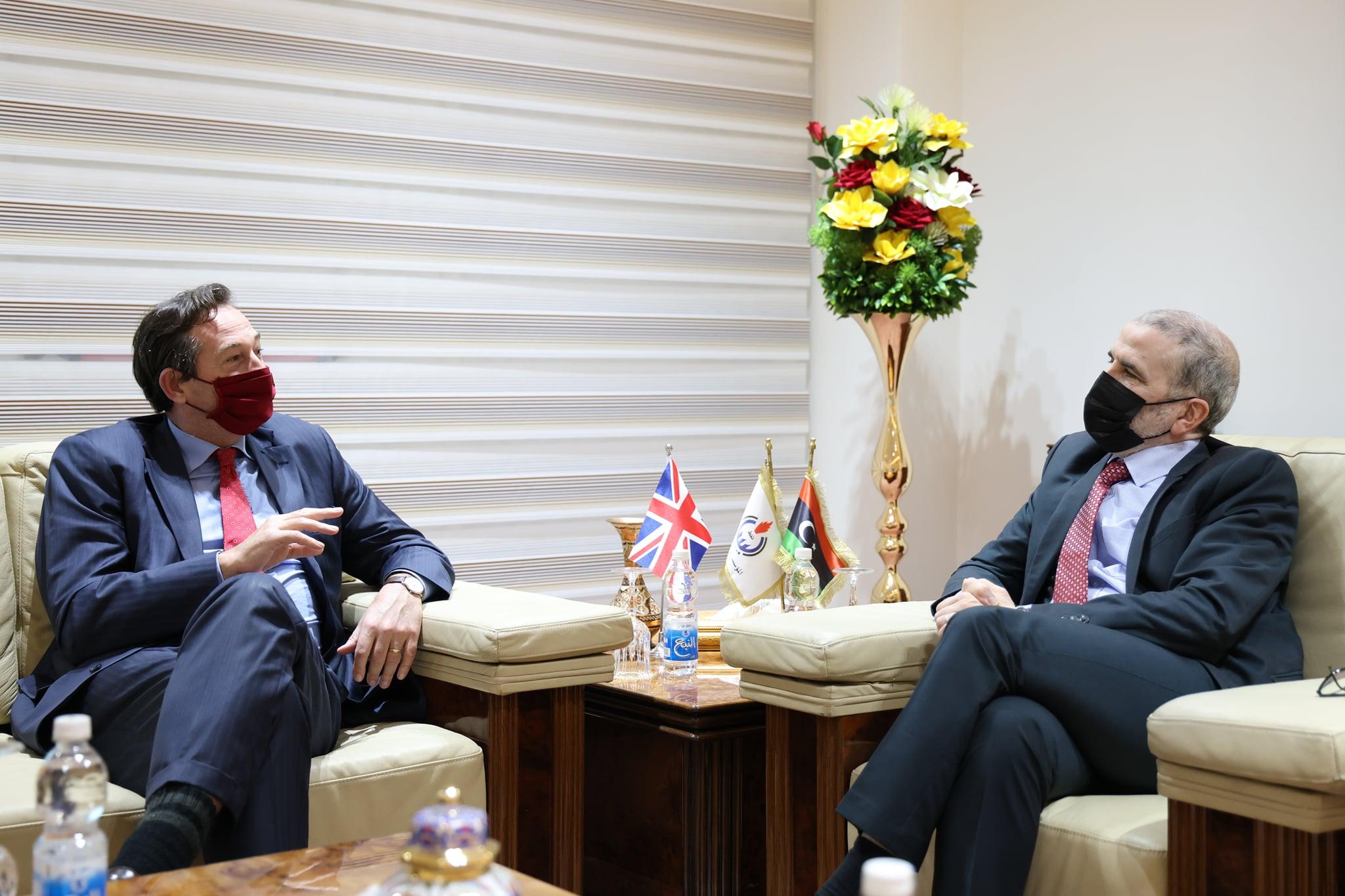 رئيس مؤسسة النفط الليبية خلال استقبال السفير البريطاني