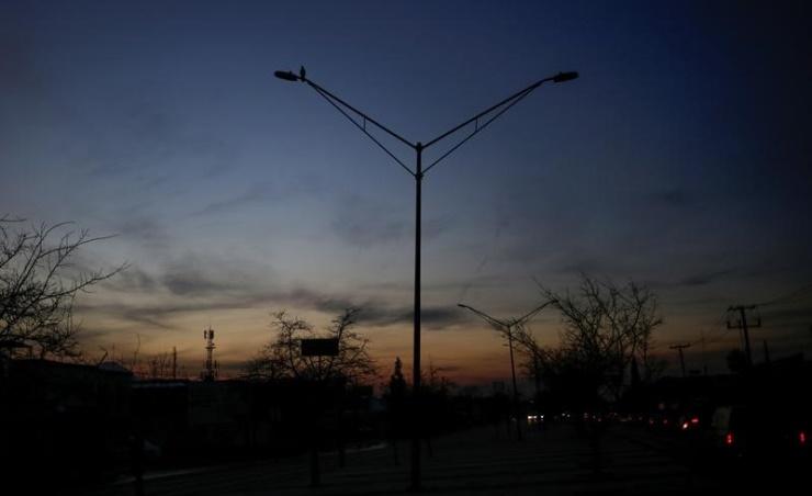 أعمدة كهرباء في المكسيك بدون إنارة