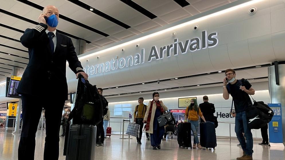 مسافرون في مطار هيثرو بالعاصمة البريطانية لندن