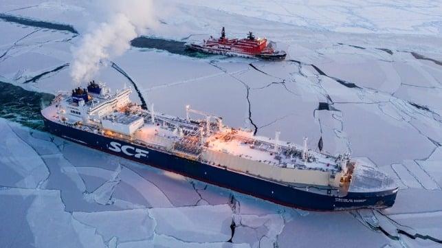 ناقلة غاز روسية تنهي رحلة في القطب الشمالي