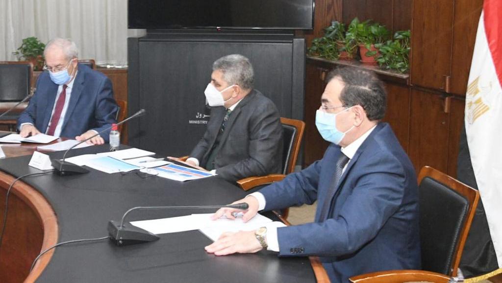 تموين السفن - وزير البترول المصري ورئيس هيئة قناة السويس ورئيس المنطقة الاقتصادية