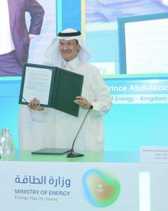 الأمير عبدالعزيز بعد التوقيع على المذكرة - الصورة من واس (11 مارس 2021)