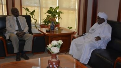 Photo of وزير الطاقة السوداني يناقش مطالب شركات النفط في غرب كردفان