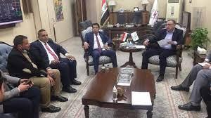 جانب من لقاء وزير الكهرباء العراقي وصلاح الخالدي ومجموعة من الخبراء