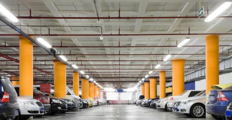 الهند - موقف سيارات في مركز تجاري - أرشيفية