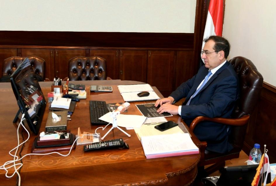 شبكة الغاز - وزير البترول المصري