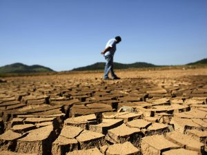شح المياه نتيجة سد النهضة يؤدي إلى بوار الأراض الزراعية
