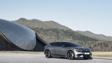 "Photo of كيا تستهدف بيع 30 ألف سيارة كهربائية من ""EV6"" في 2021"