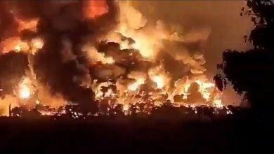 Photo of إخلاء السكان بعد انفجار هائل بمصفاة بالونغان في إندونيسيا (فيديو)