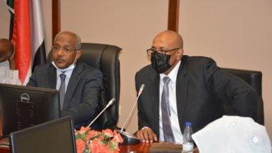 Photo of الوكيل الجديد لقطاع النفط السوداني يتسلم مهامه رسميًا