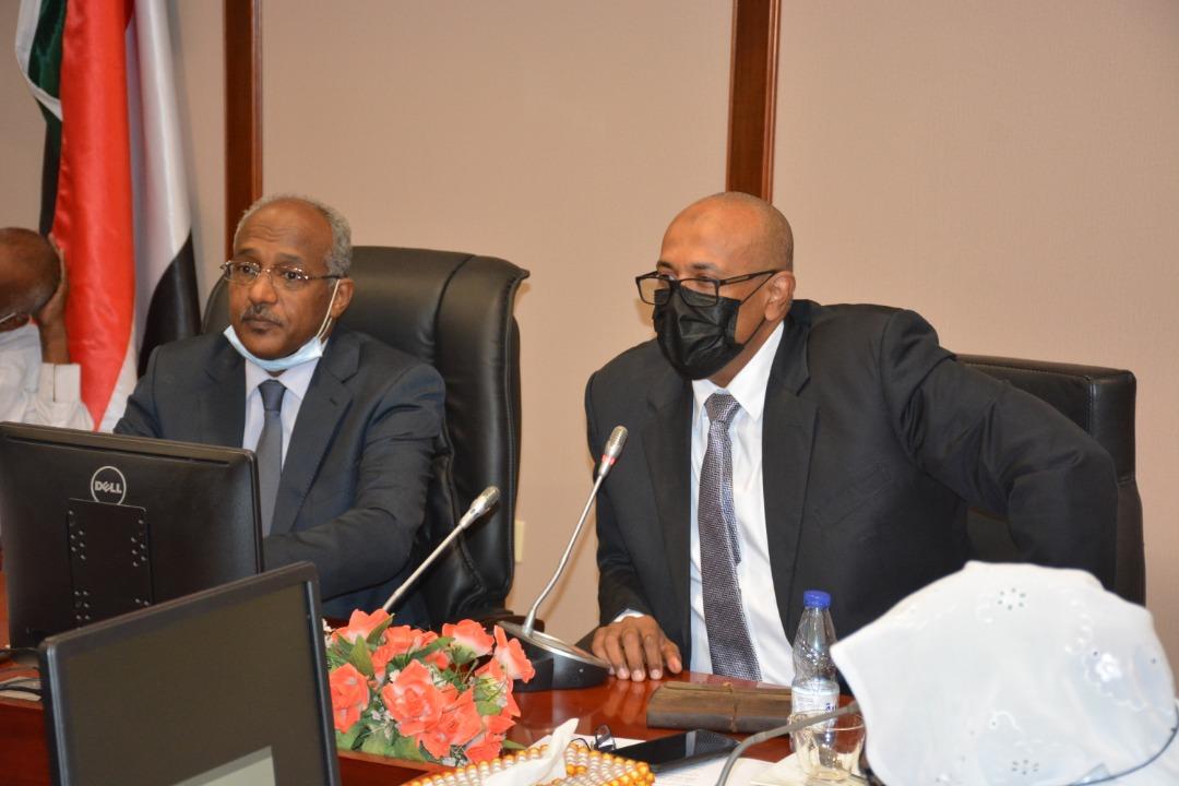الوكيل الجديد لقطاع النفط السوداني خلال تسلمه المهام - الصورة من وزارة الطاقة (11 أبريل 2021)