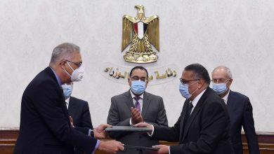 Photo of مصر توقع عقدًا لإنشاء مجمع بتروكيماويات بـ7.5 مليار دولار