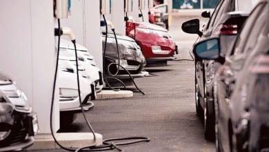 Photo of غولدمان ساكس يتوقع طفرة في أسهم السيارات الكهربائية بقيادة تيسلا