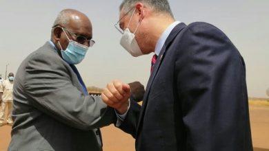 Photo of القائم بالأعمال الأميركي في السودان يزور حقل هجليج النفطي