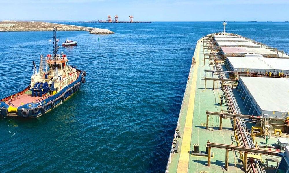 ميناء صحار في سلطنة عمان