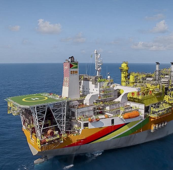 إحدى السفن التابعة لإكسون موبيل المشاركة في التنقيب عن النفط في غايانا