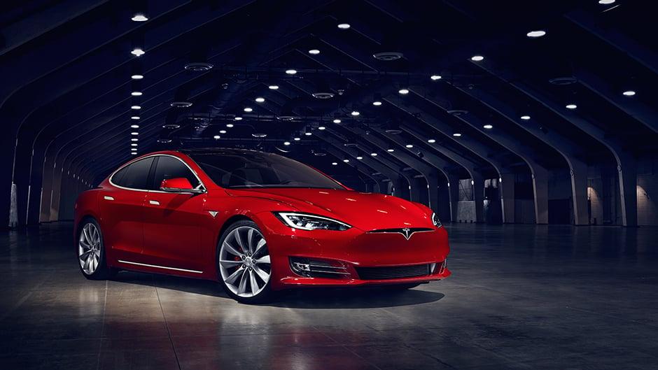 السيارات الكهربائية - سيارة تابعة لشركة تيسلا