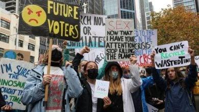 Photo of مظاهرات طلابية في أستراليا لوقف التمويل الحكومي لمحطات الغاز