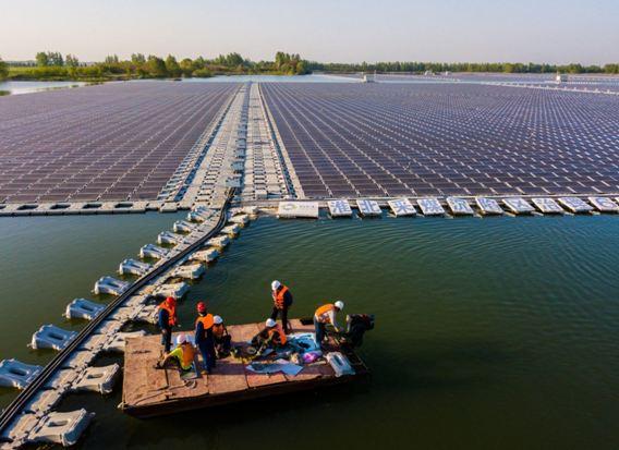 محطات الطاقة الشمسية العائمة