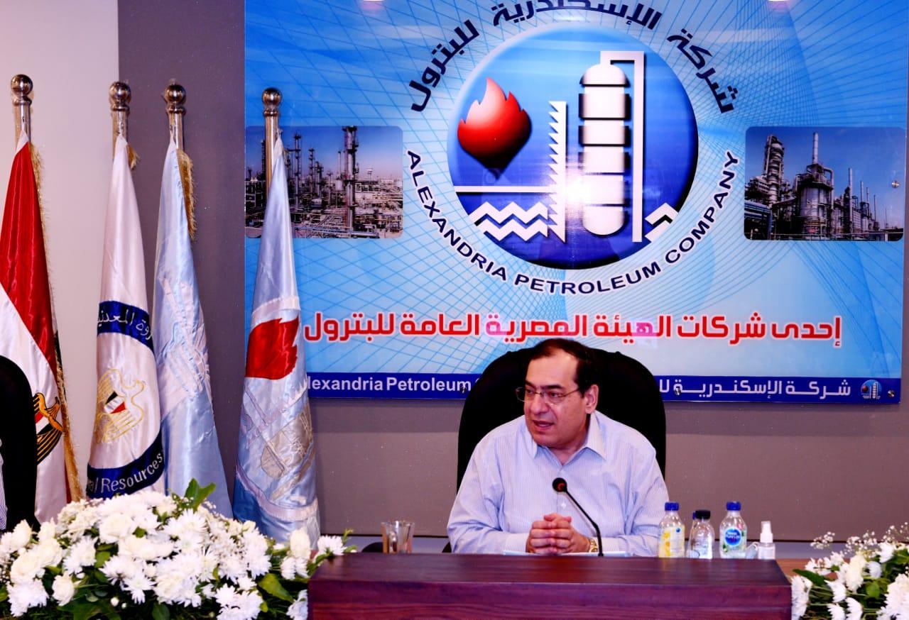 جانب من لقاءات وزير البترول المصري خلال جولته بالإسكندرية