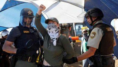 Photo of الشرطة الأميركية تتصدى لمحاولات نشطاء البيئة وقف توسيع خط أنابيب النفط