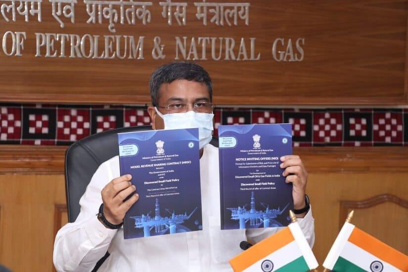 وزير النفط الهندي - الهند - الحقول الصغيرة