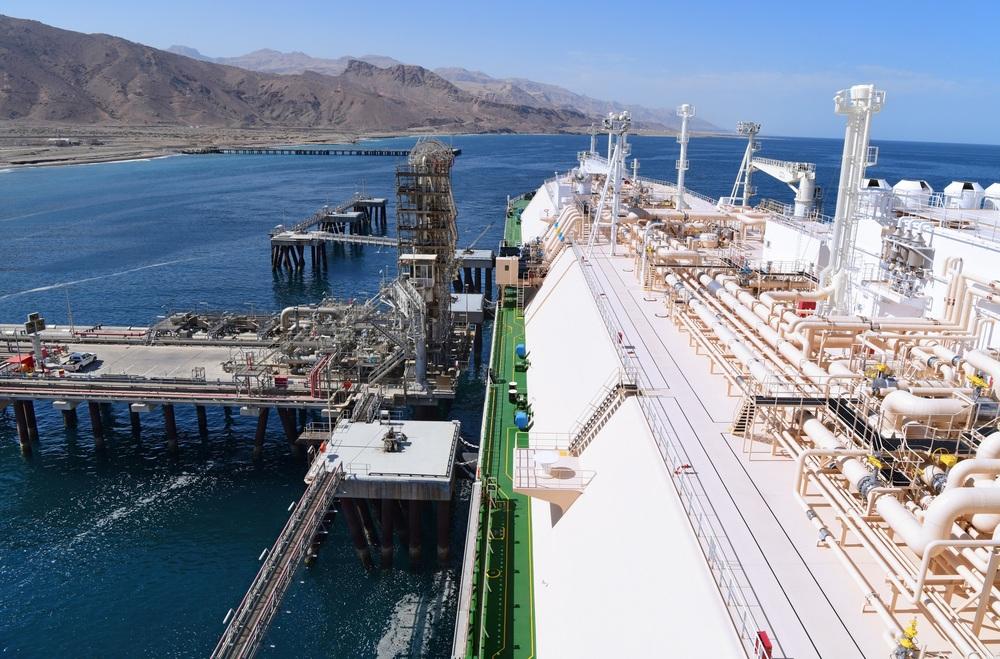 محطة تسييل الغاز العائمة في سلطنة عمان