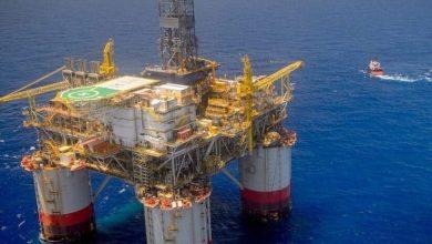 Photo of عاصفة استوائية تجبر شركات النفط الأميركية على إخلاء منصات الإنتاج