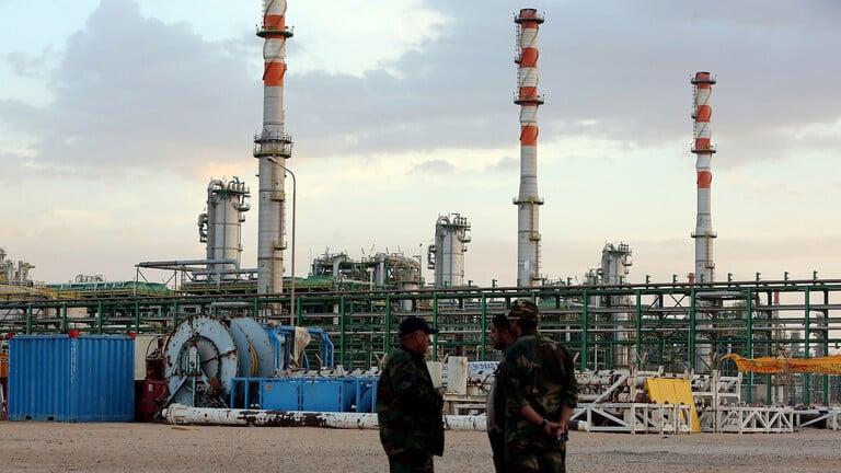 مجمع مليتة لمعالجة النفط والغاز شرق مدينة زوارة الليبية