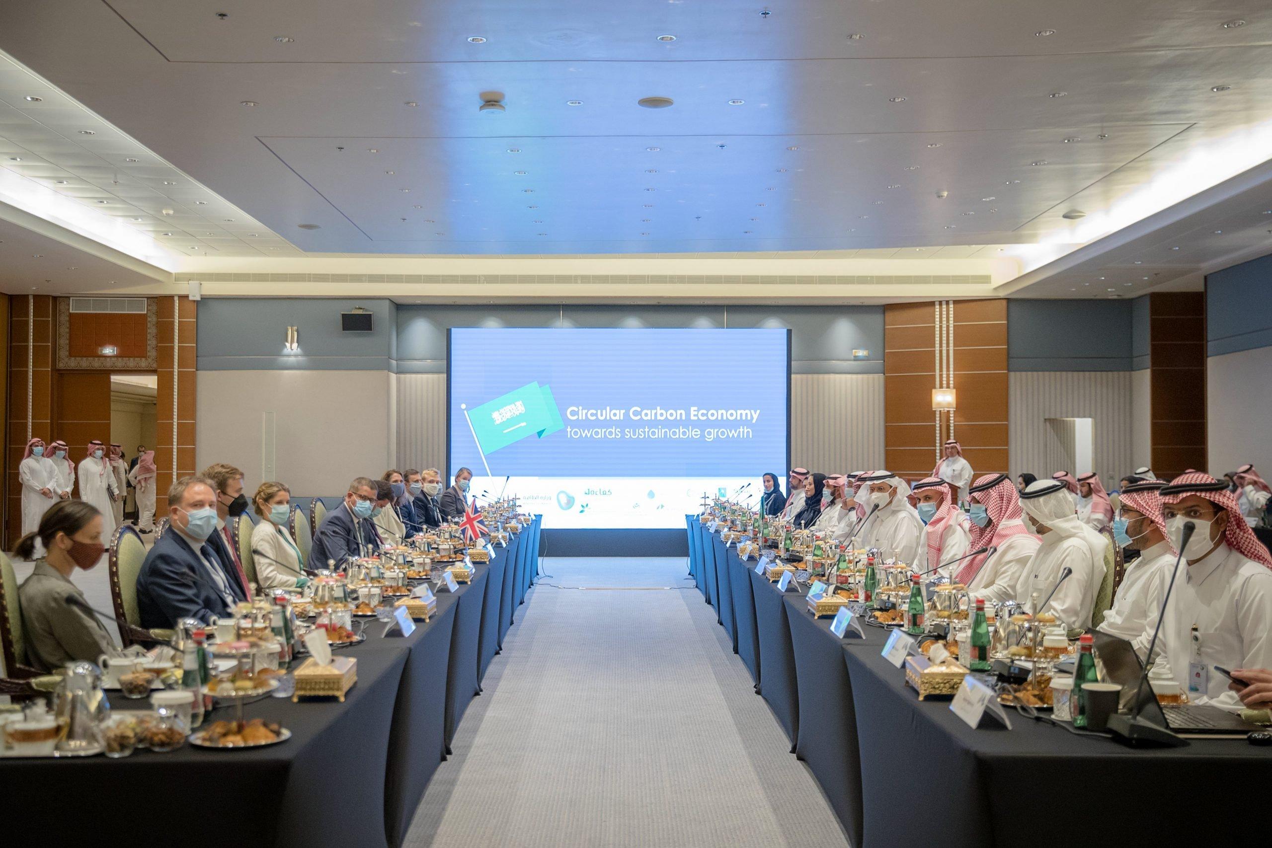 وزير الطاقة السعودي خلال لقاءه ألوك شارما