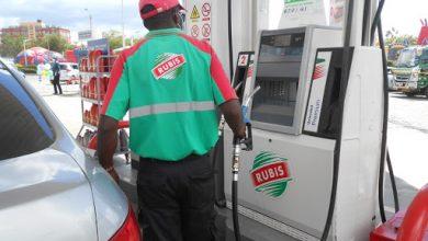Photo of كينيا تُحجم عن رفع أسعار الوقود أمام الغضب الشعبي