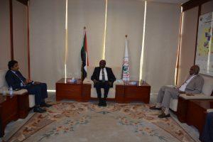 وزير الطاقة السوداني خلال لقاءه نائب رئيس شركة الخريف السعودية (26 يوليو 2021)