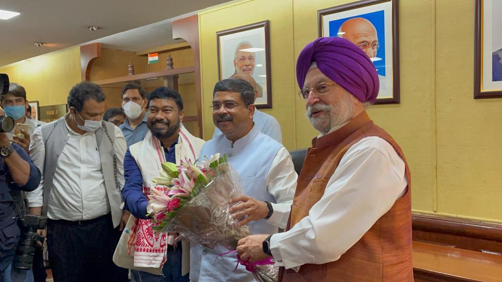 إقالة وزير النفط الهندي - وزير النفط الهندي الجديد
