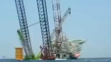 Photo of انقلاب سفينة تركيب توربينات رياح في الصين (فيديو)