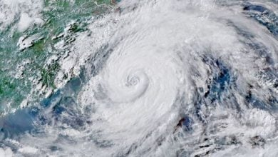 "Photo of أكبر مصافي وخزانات النفط الصينية في مرمى إعصار ""إن-فا"""