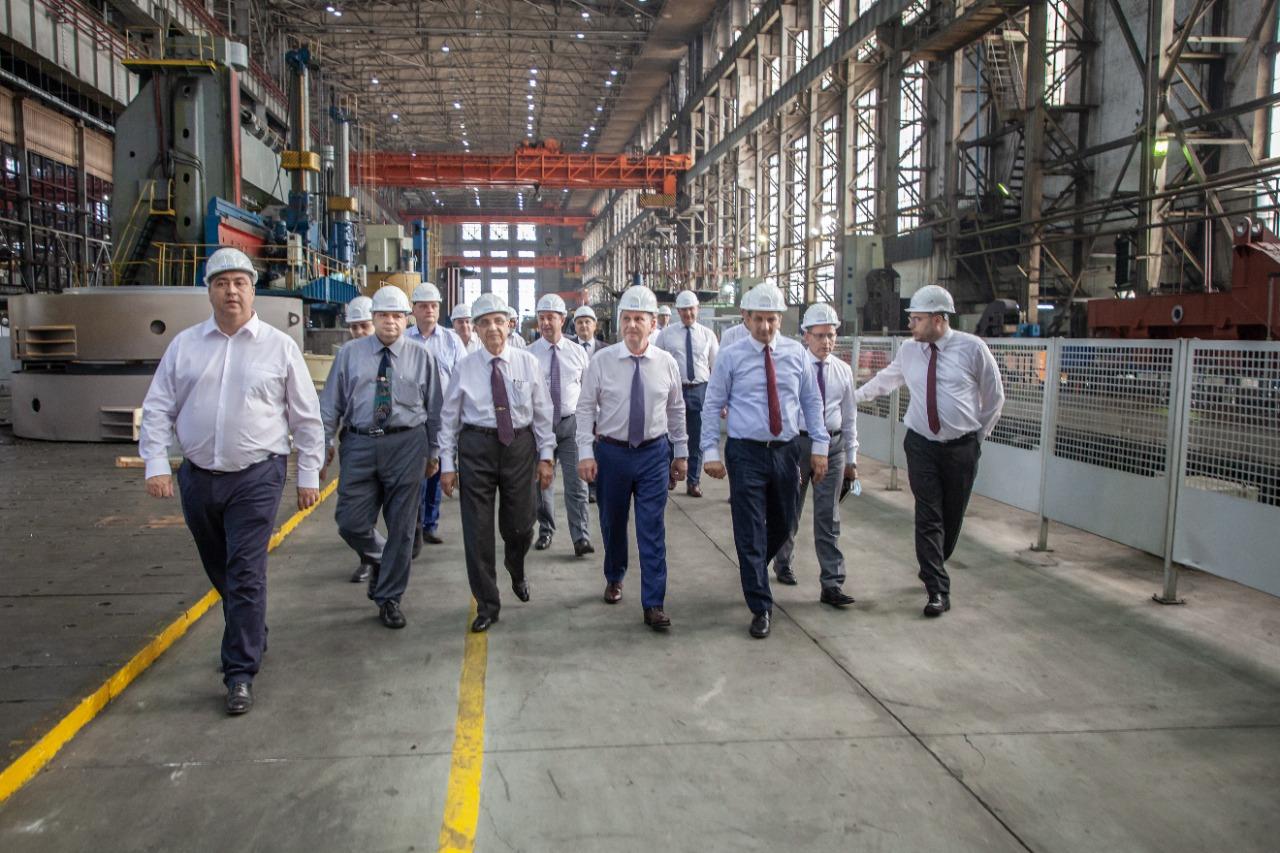 مصر وروسيا - وزير الكهرباء المصري يتفقد عمليات تصنيع معدات محطة الضبعة في روسيا