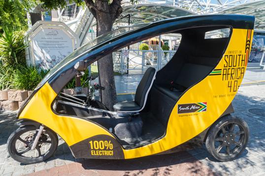 دراجة كهربائية ثلاثية العجلات في مدينة كيب تاون بجنوب أفريقيا