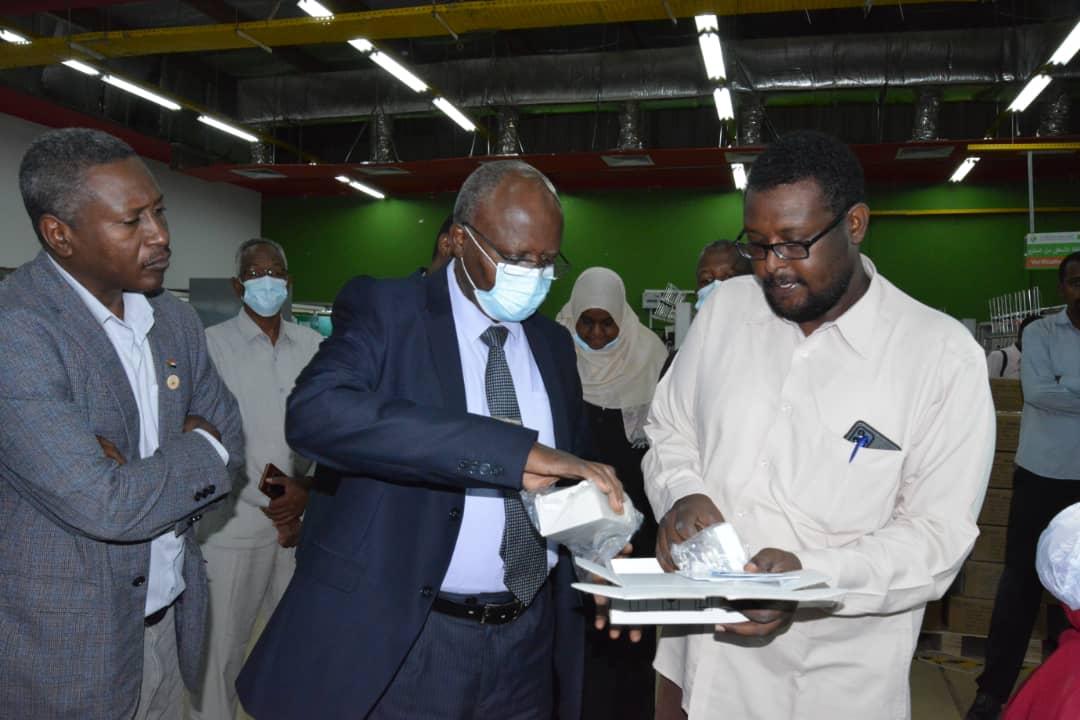 جانب من مراسم استئناف عمل مصنع عدادات الكهرباء في السودان